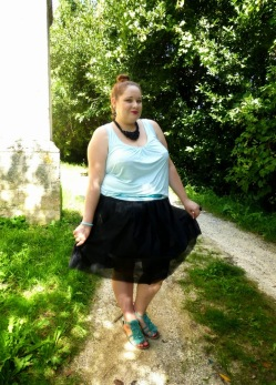 http://me-myself-and-mom.blogspot.fr/2014/09/french-curves-special-tutu.html