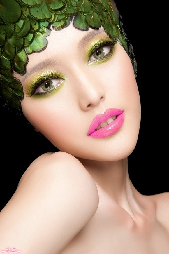 http://m.loveitsomuch.com/stores/fall-makeup-and-beauty-inspiration-fall-2013-1382517112,603616.html/full
