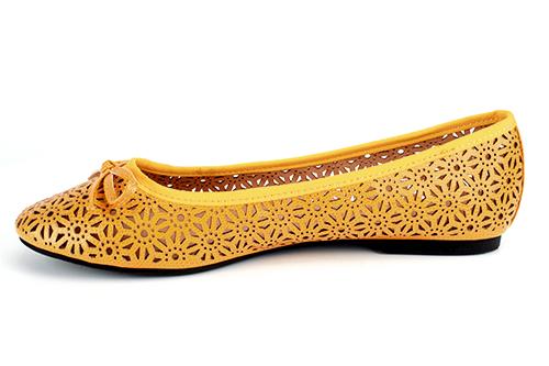 http://www.andypola.es/fr/zapatos-domicilio-a/TG104PICADOAMARILLO/ficha/Ballerines-classiques-en-Soft-Jaune-massicot%C3%A9e..html