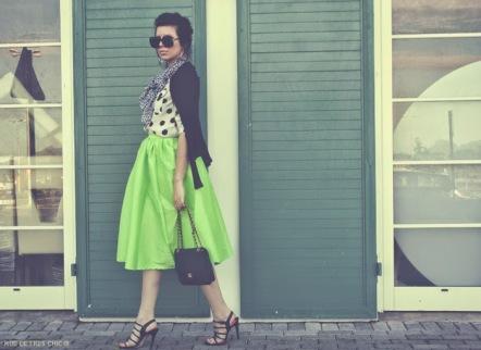 http://ruedetreschic.blogspot.fr/2014/05/green-flare-pleated-skirt.html