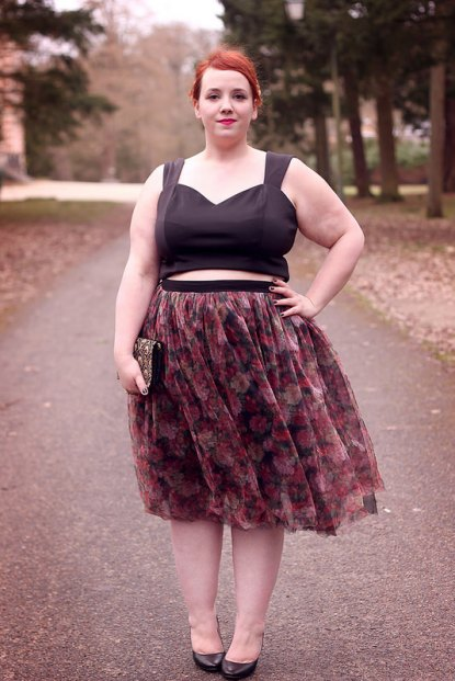 big-or-not-to-big-french-curves-crop-top
